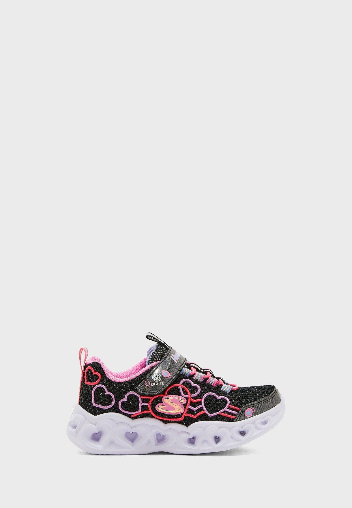 حذاء مزين بأضواء بشكل قلب