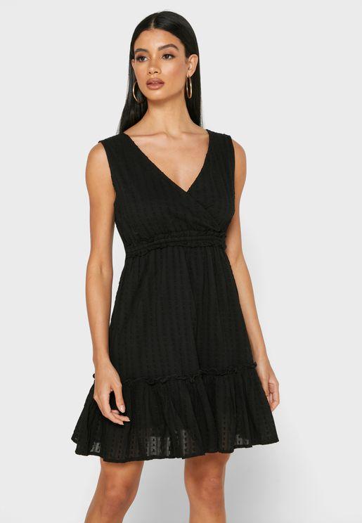 فستان بياقة V وحمالات عريضة