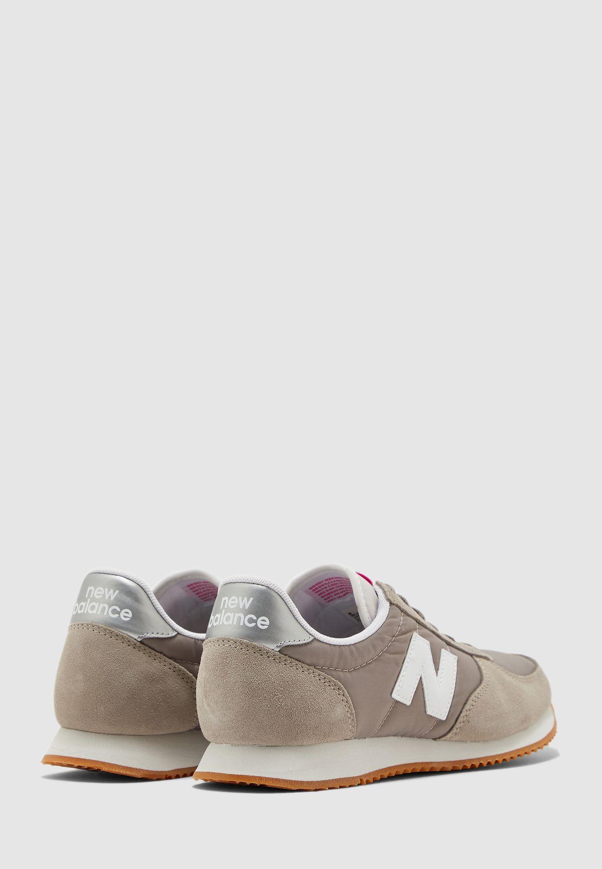 حذاء 220