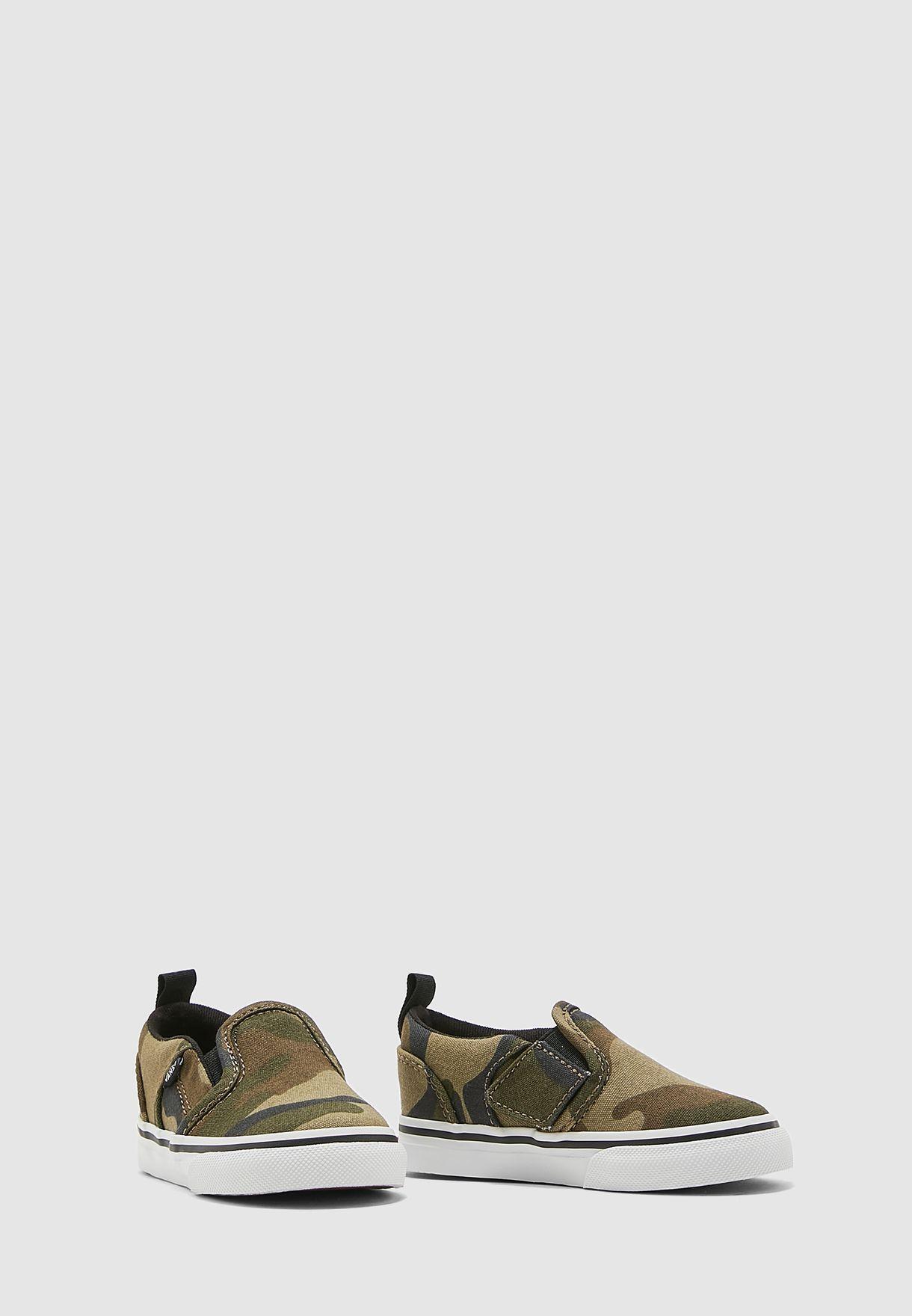 حذاء بطبعات جيش