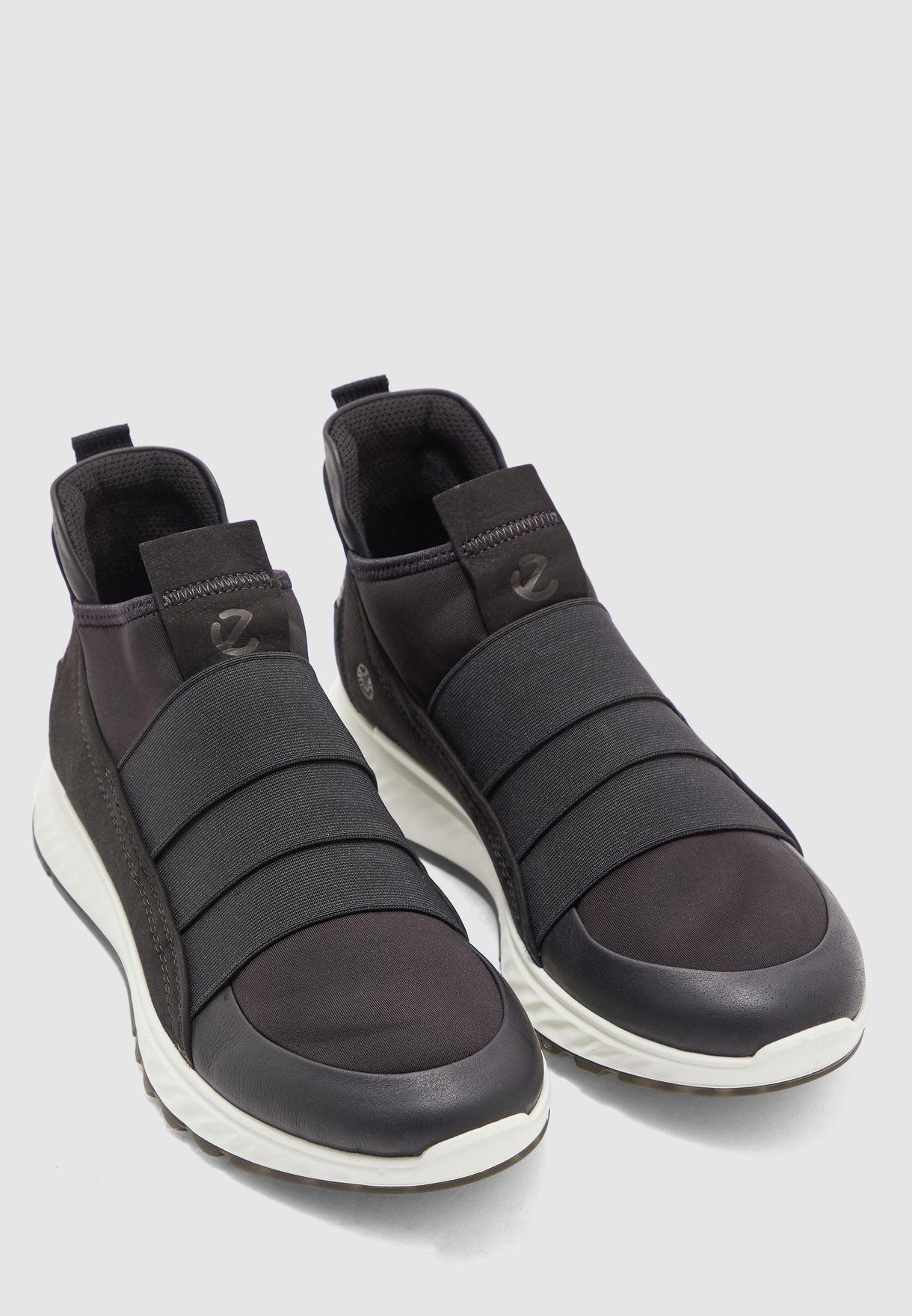 حذاء اس تي 1 ام