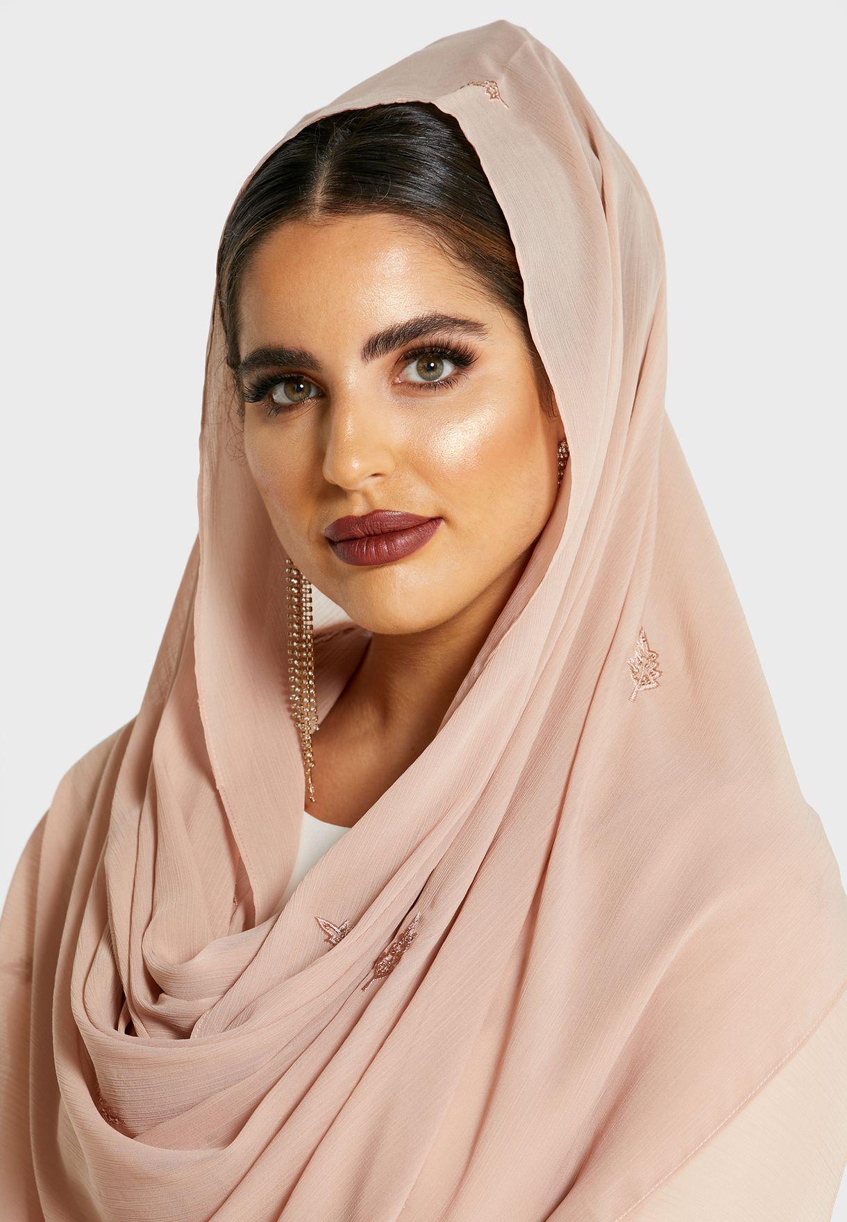 حجاب بدبابيس وتطريز