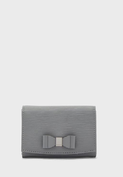 محفظة صغيرة مزينة بفيونكة