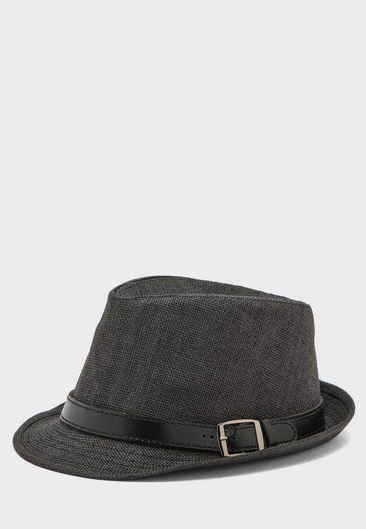 قبعة بحزام