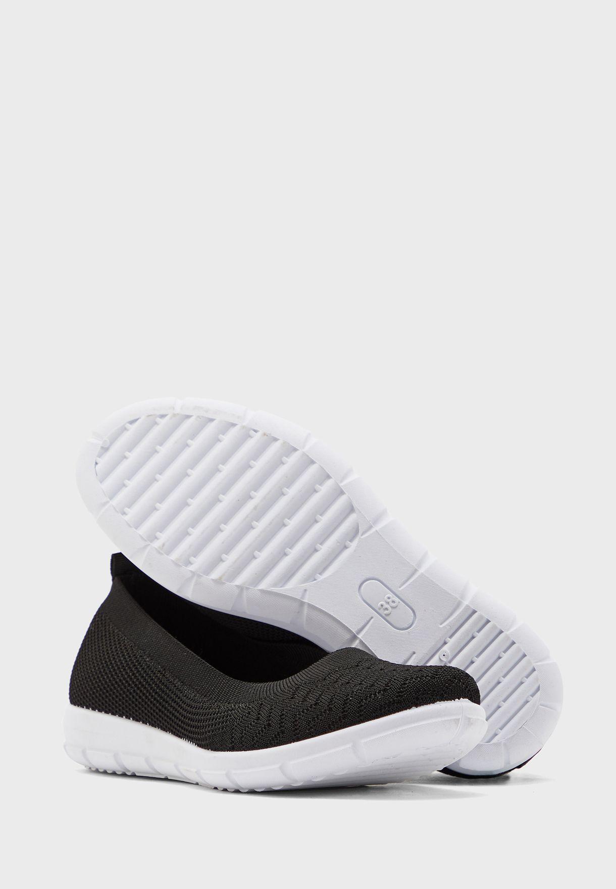 حذاء محبوك بنمط جورب