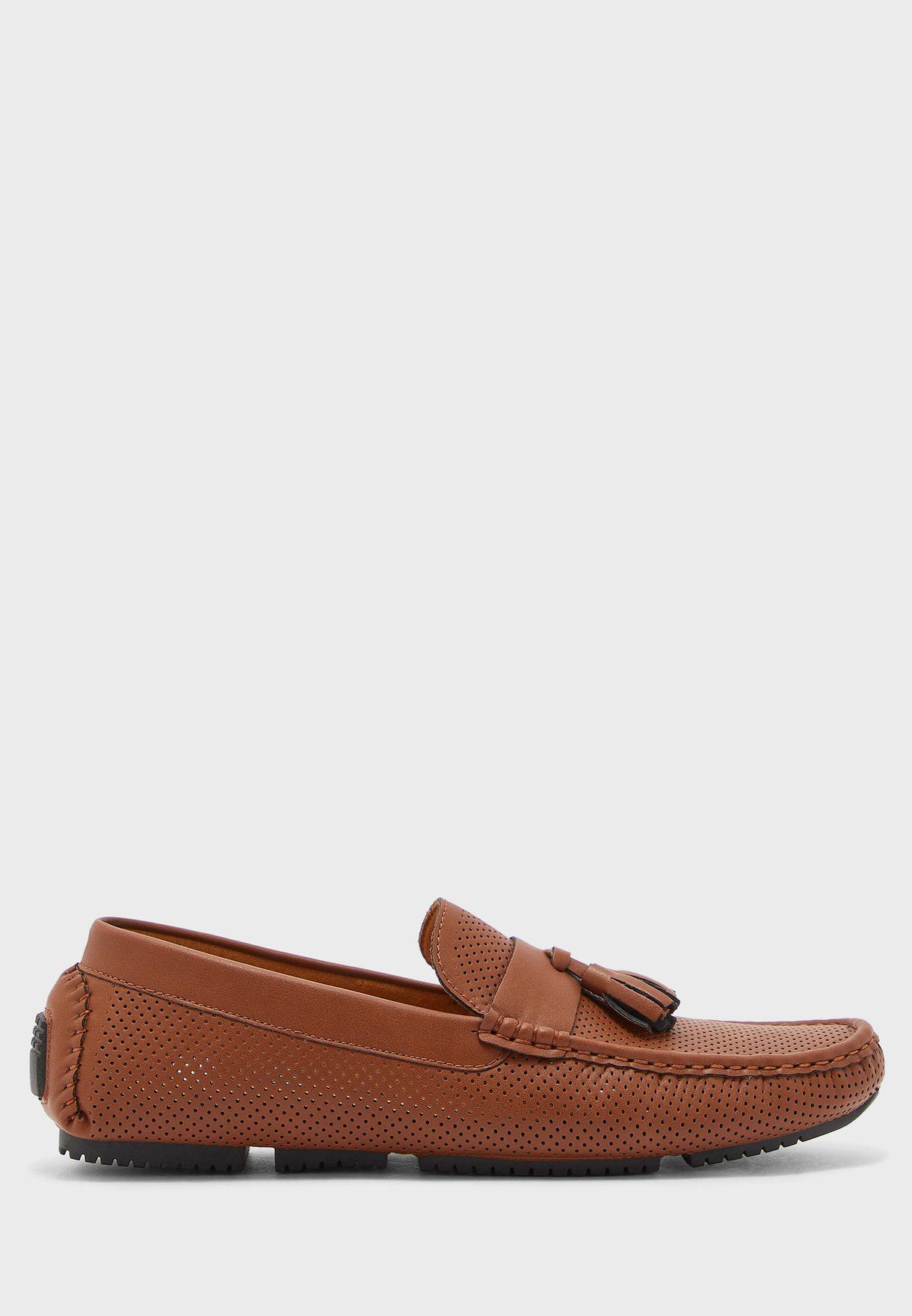 حذاء لوفر مزين بشراشيب