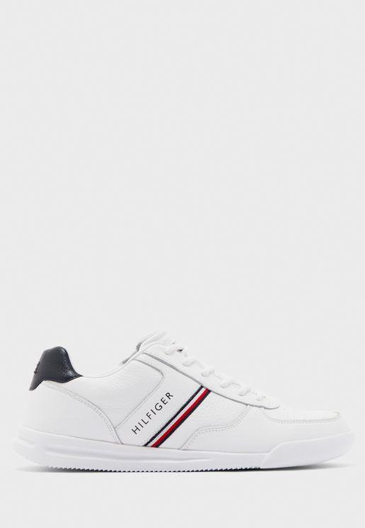 حذاء مزين بترتر