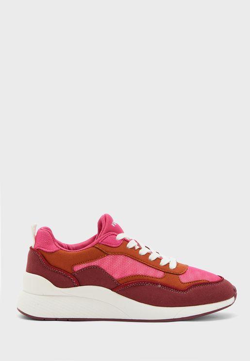 Linea Low Top Sneaker