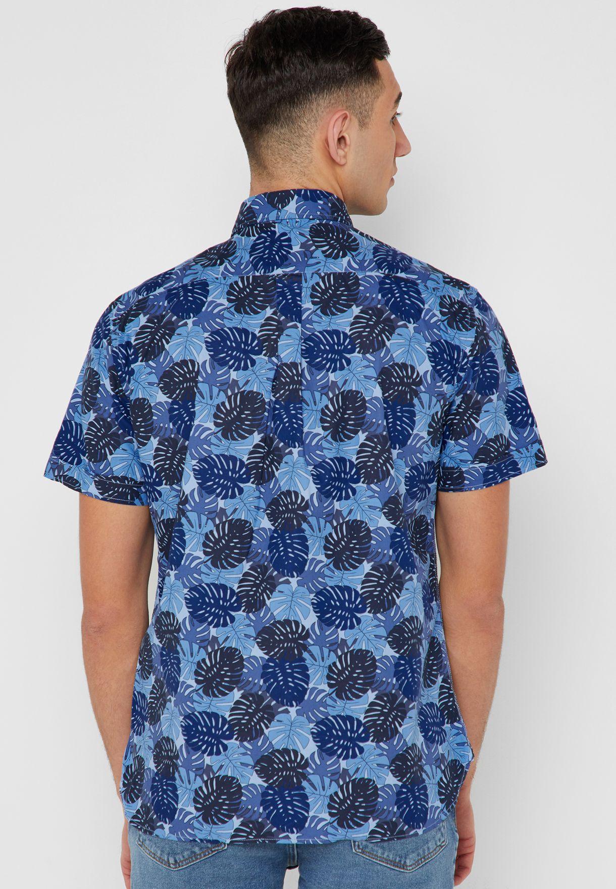 قميص مطبع بأكمام قصيرة