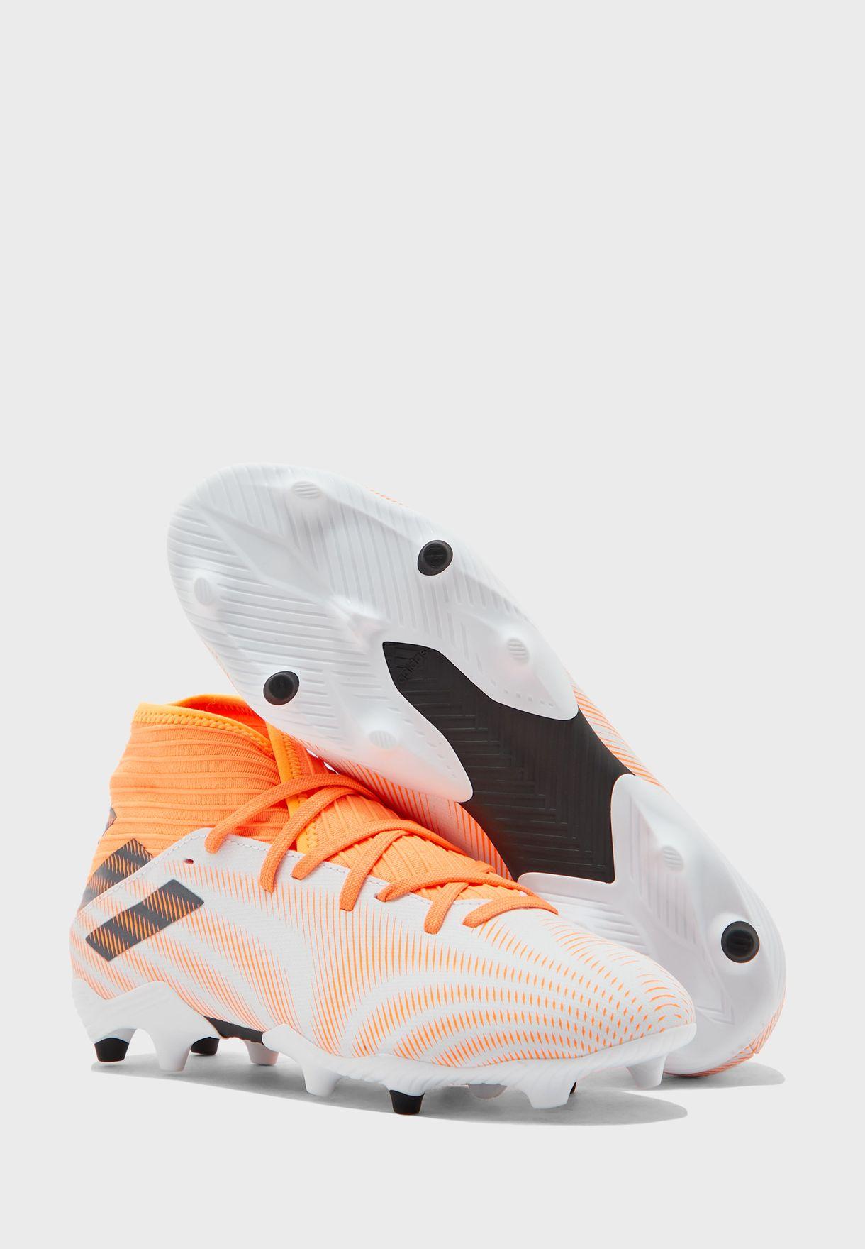 حذاء نيميز. للاسطح الصلبة