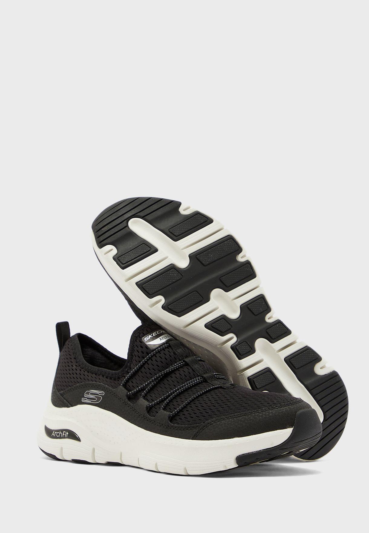 حذاء ارك فيت