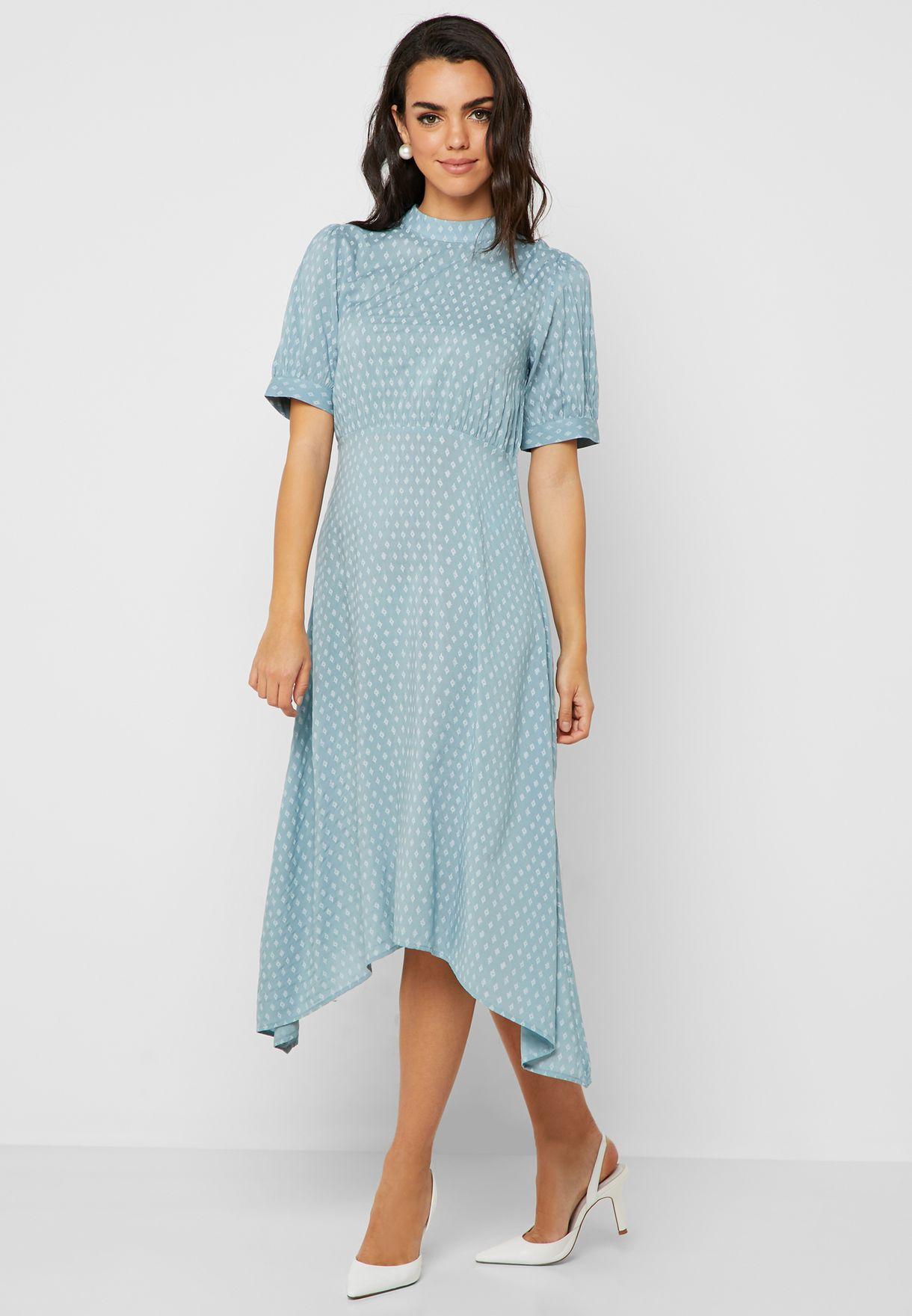 فستان مطبع بحافة متباينة الطول