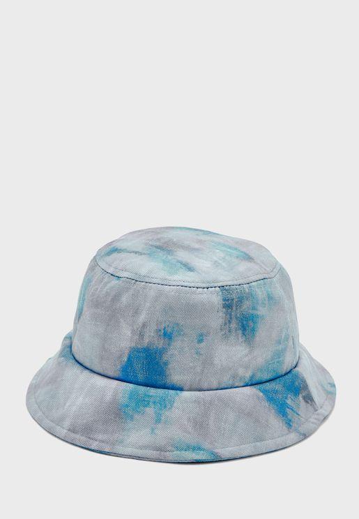 قبعة بفتحات
