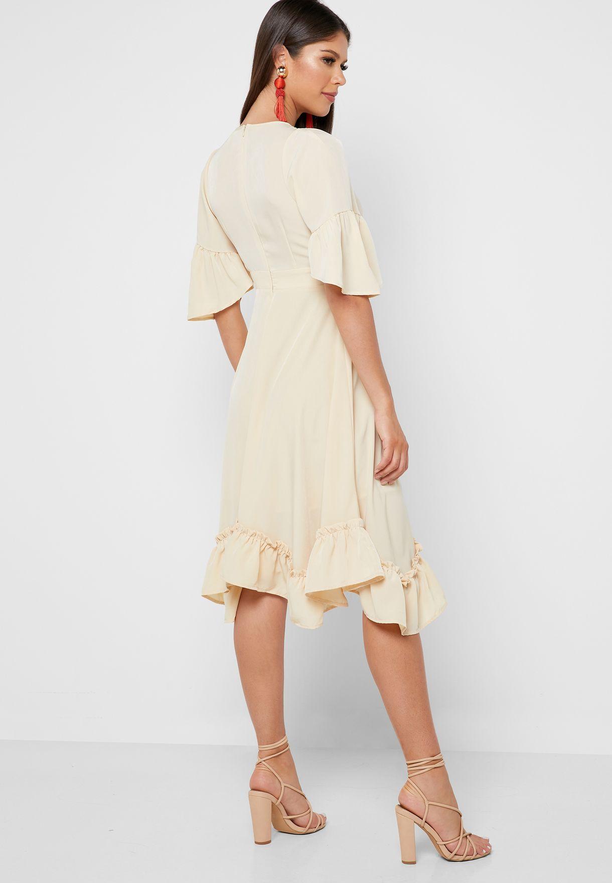 فستان بتطريزات