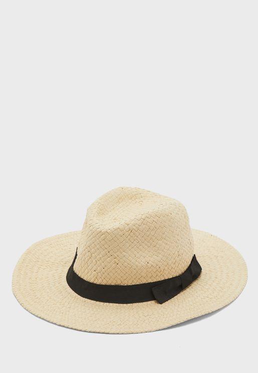 قبعة قش بشريط