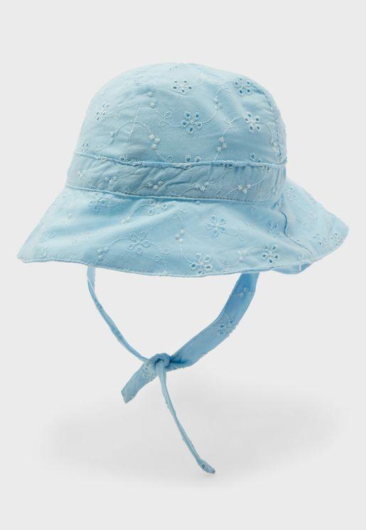 قبعة بطباعة زهور