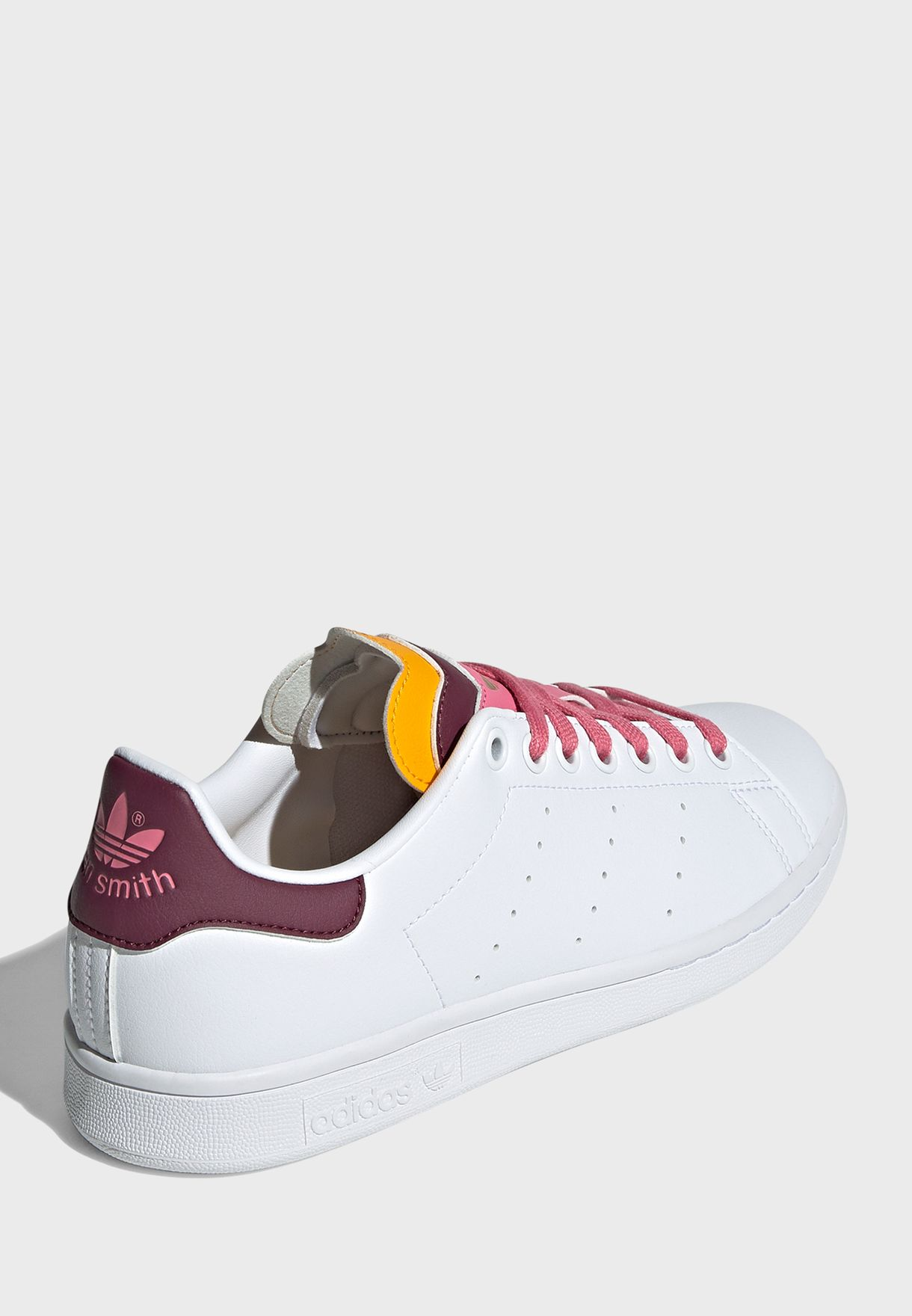 حذاء ستان سميث
