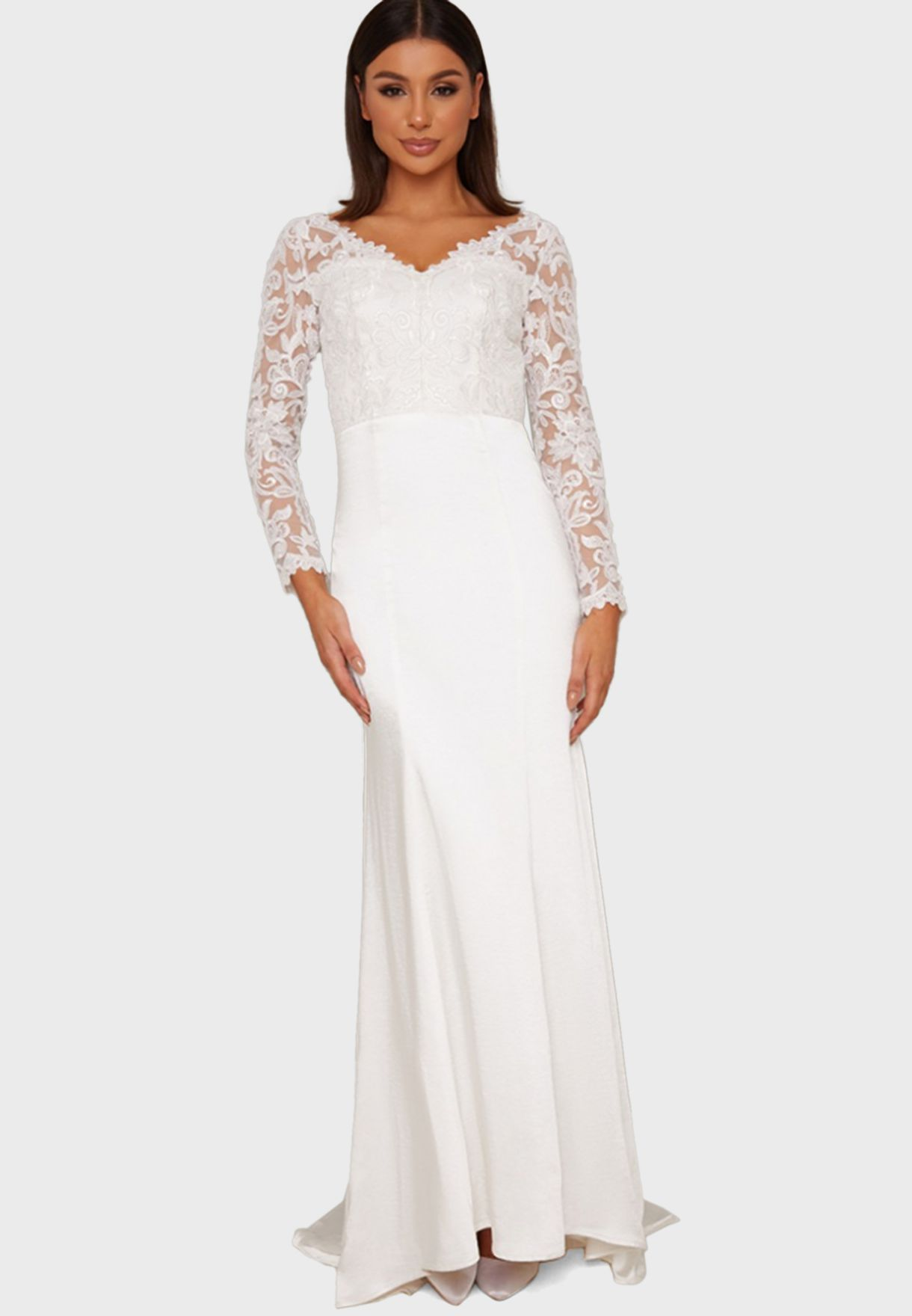 فستان دانتيل بياقة V