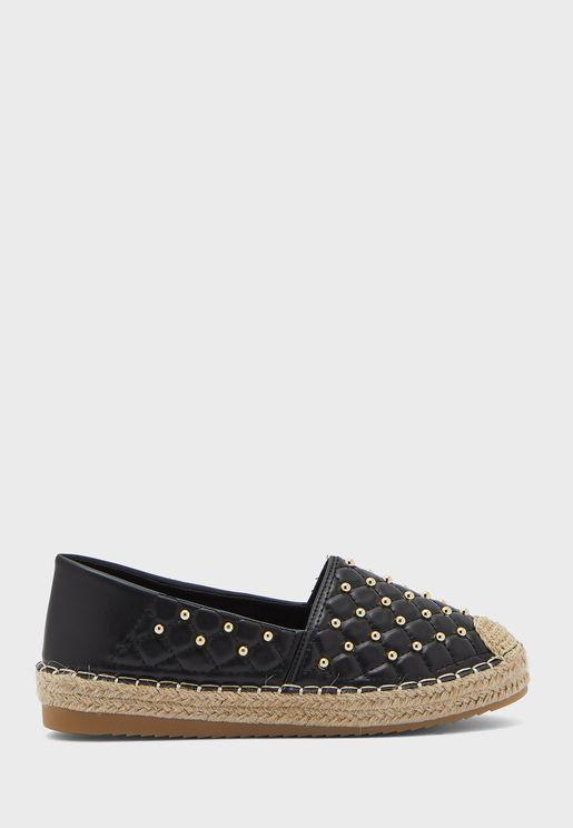 حذاء مدروز مزين بدبابيس