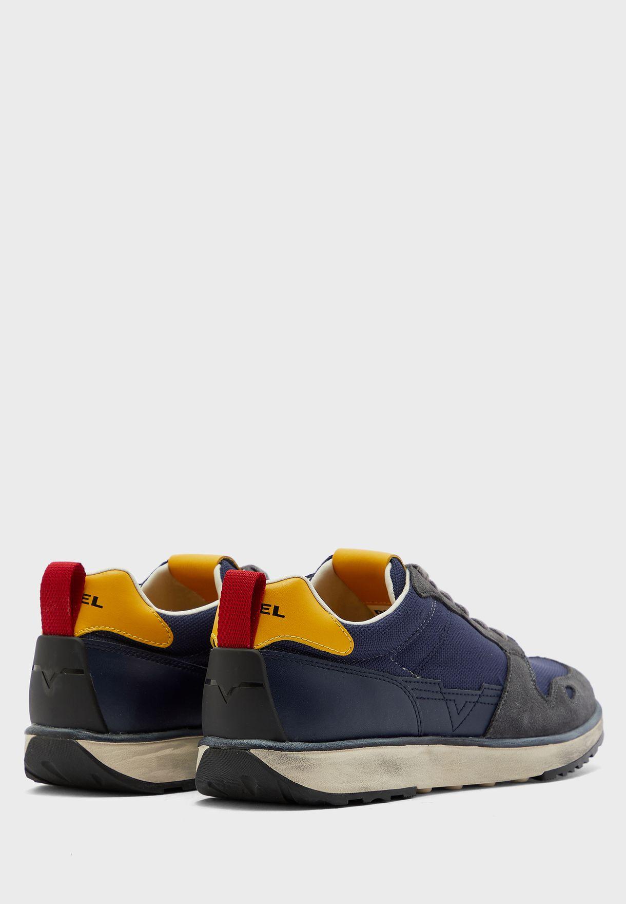 S-rv Sneakers