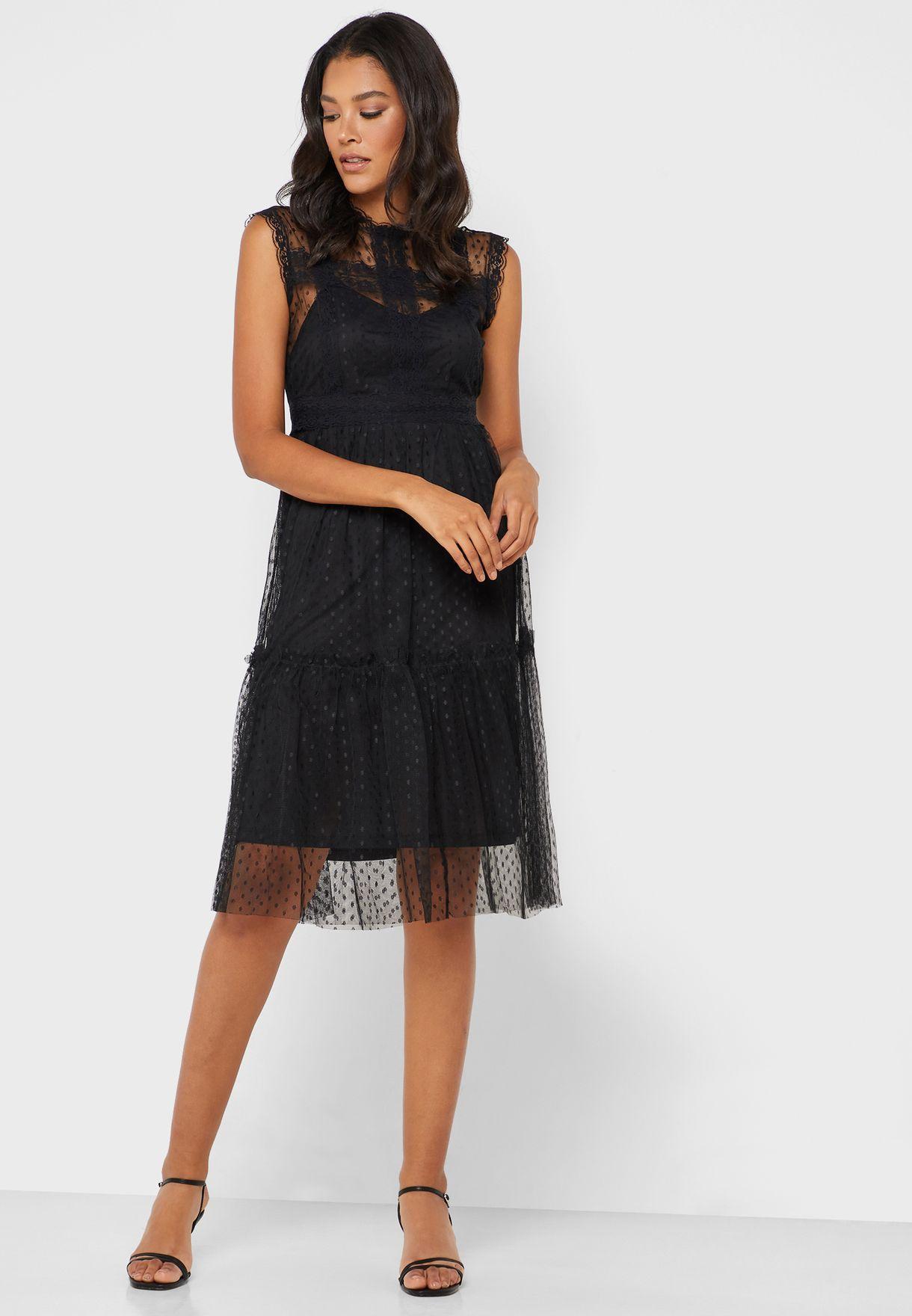 فستان دانتيل شفاف