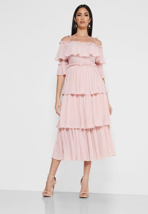 فستان بطبقات مزين بكسرات