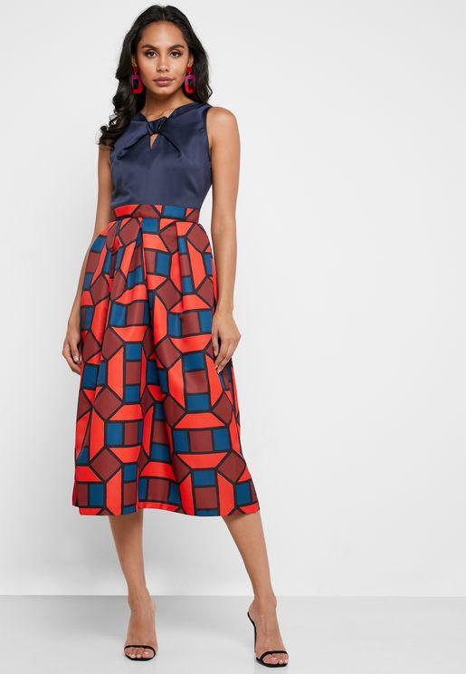 فستان مطبع بفتحة امامية