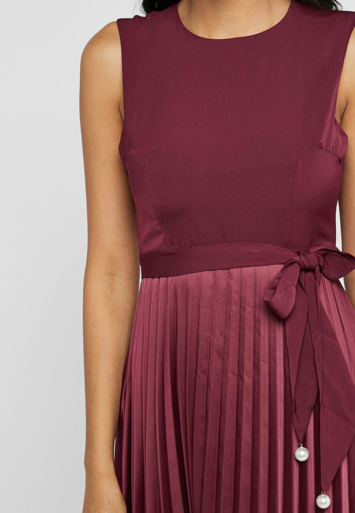 فستان ميدي بطيات واربطة