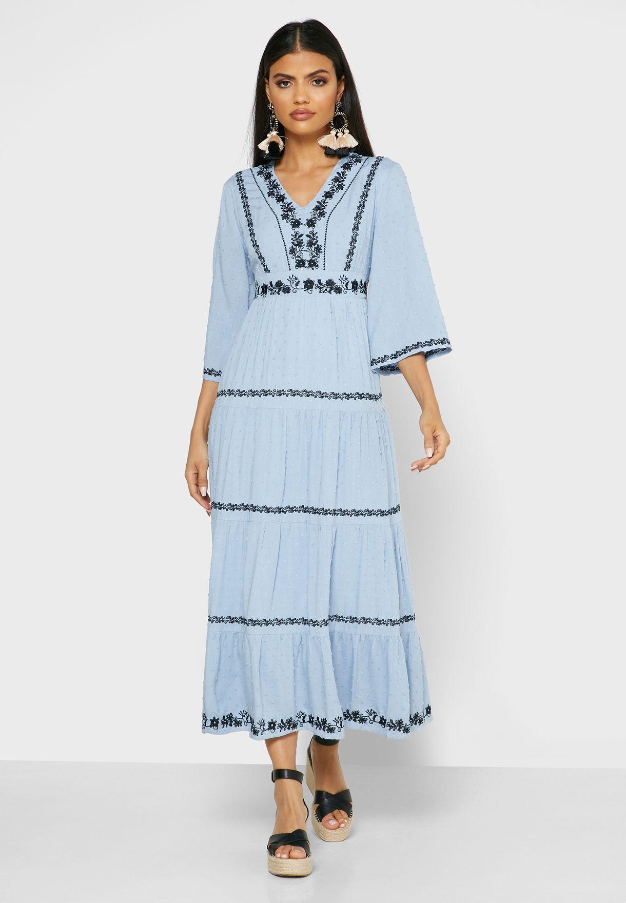 فستان ماكسي بتطريز ازهار