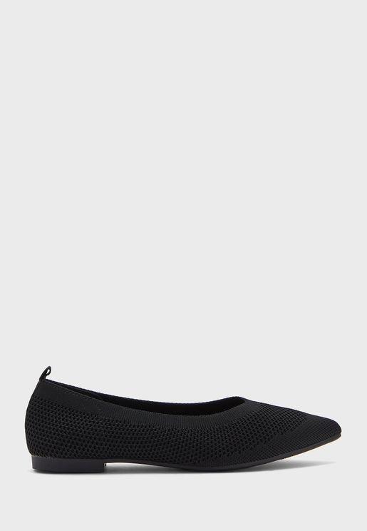 حذاء فلات محبوك