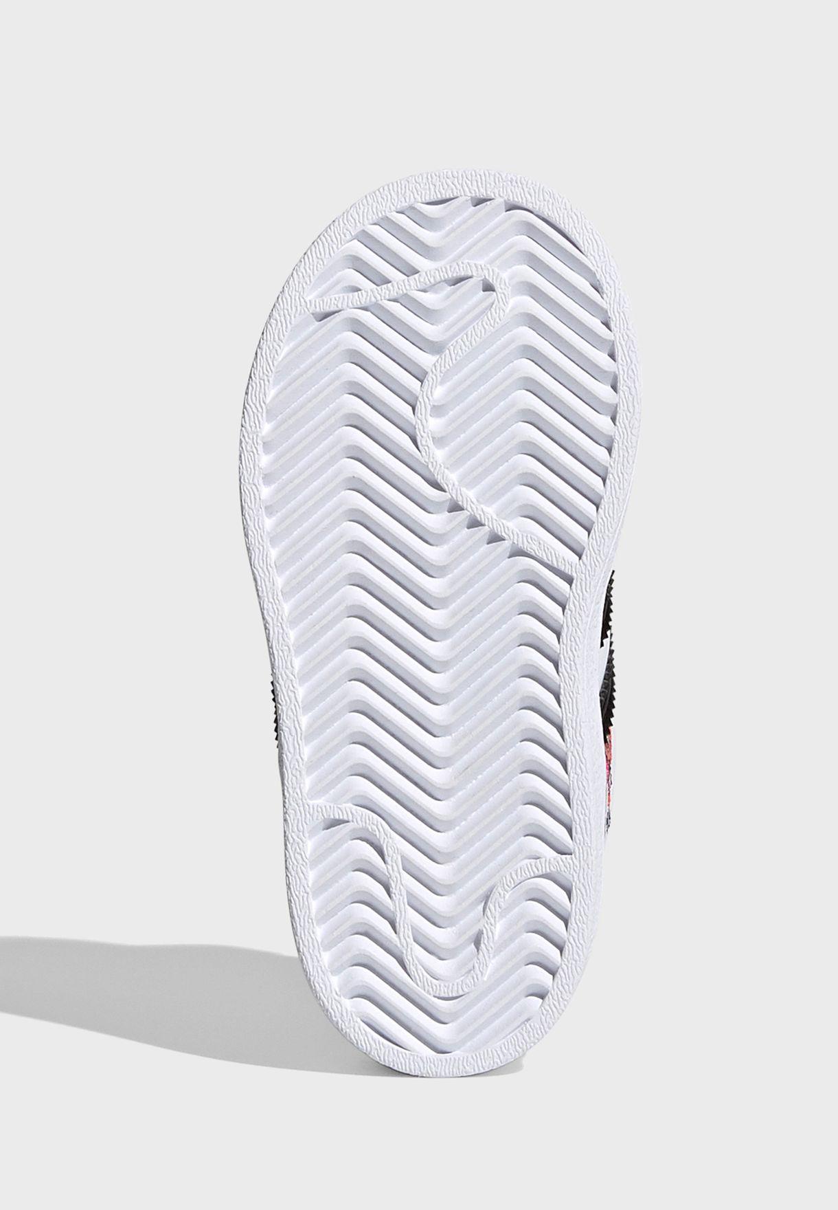 حذاء سوبر ستار سي اف
