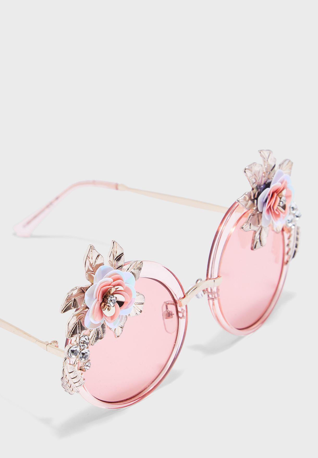 نظارة شمسية مزينة بازهار