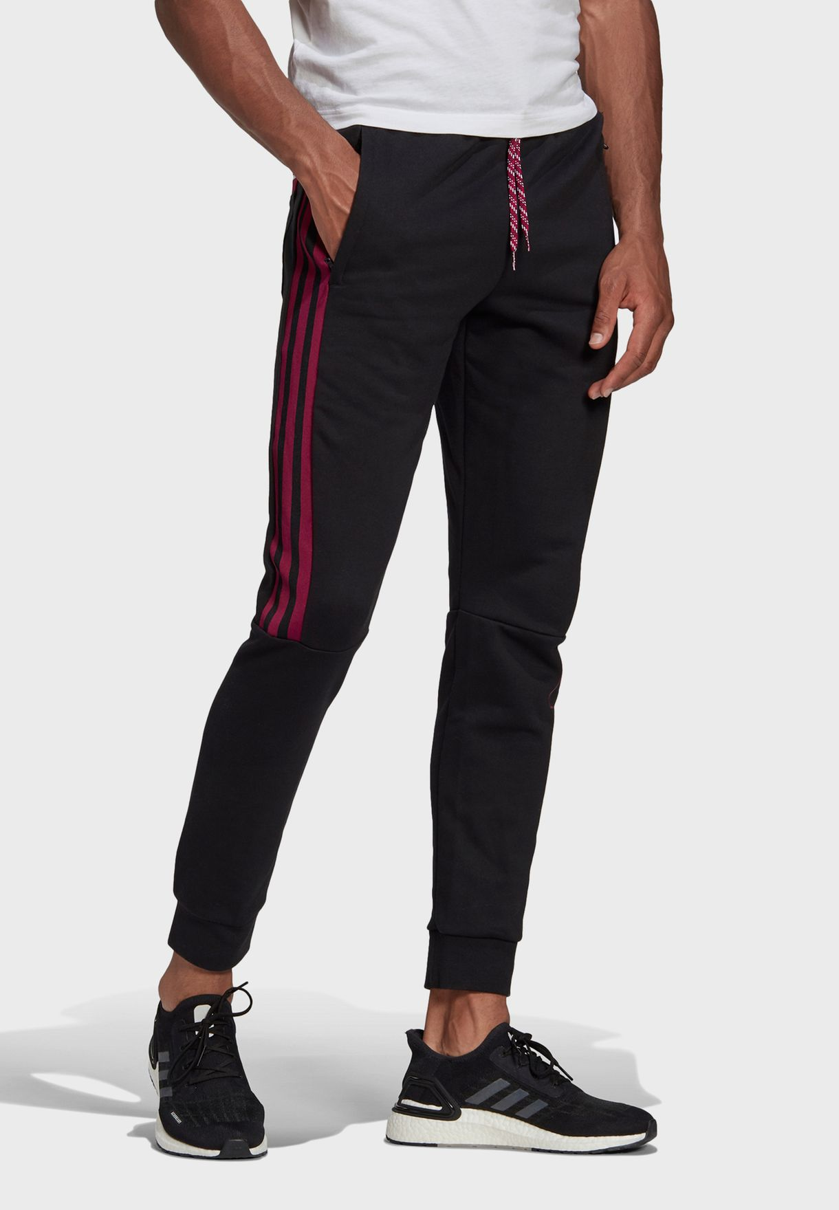 Must Have 3 Stripe Tape Sweatpants