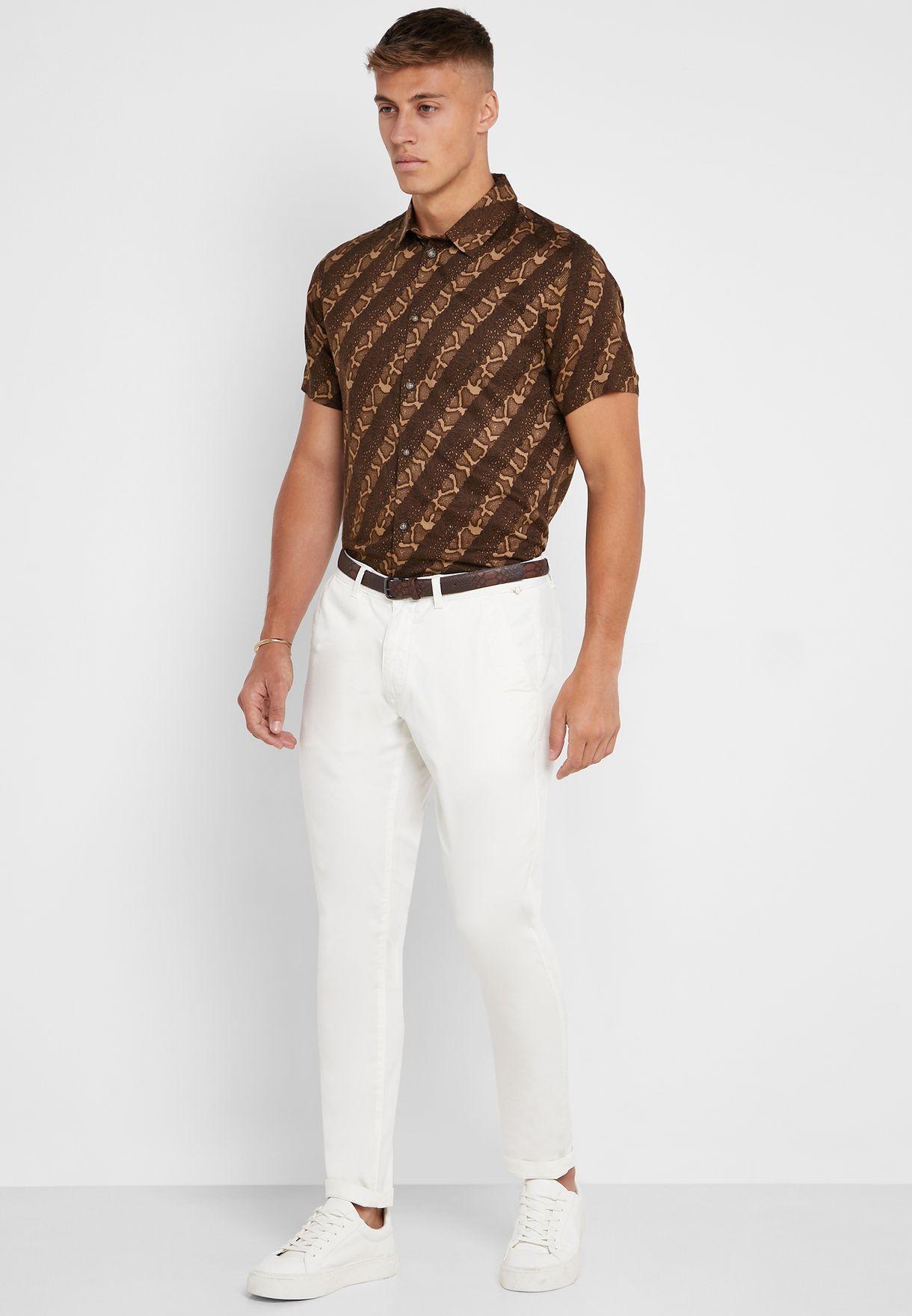 قميص بطبعات فهد وخطوط
