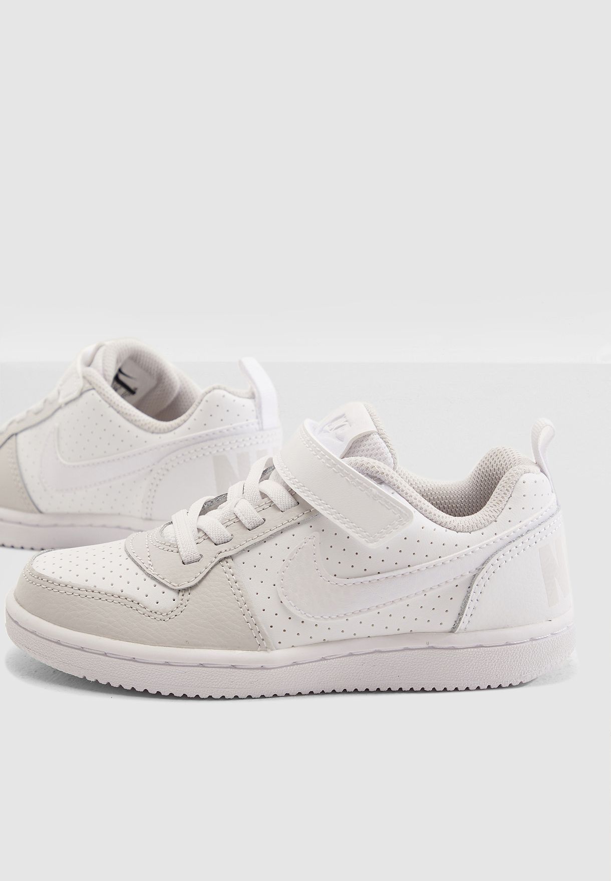 Shop Nike white Kids Court Borough Low 870028-104 for Kids in Saudi ... 346a1cab5