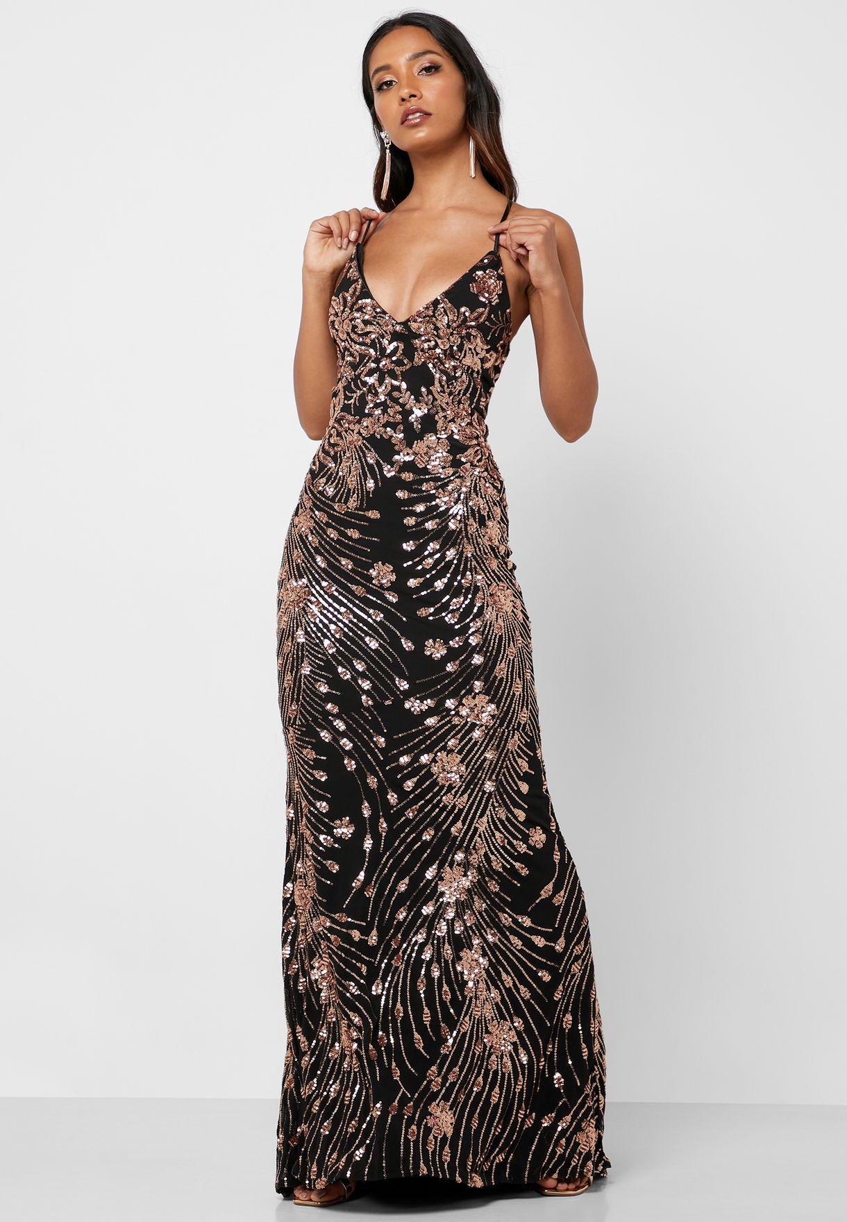 فستان بحواف كشكش ومزينة بترتر