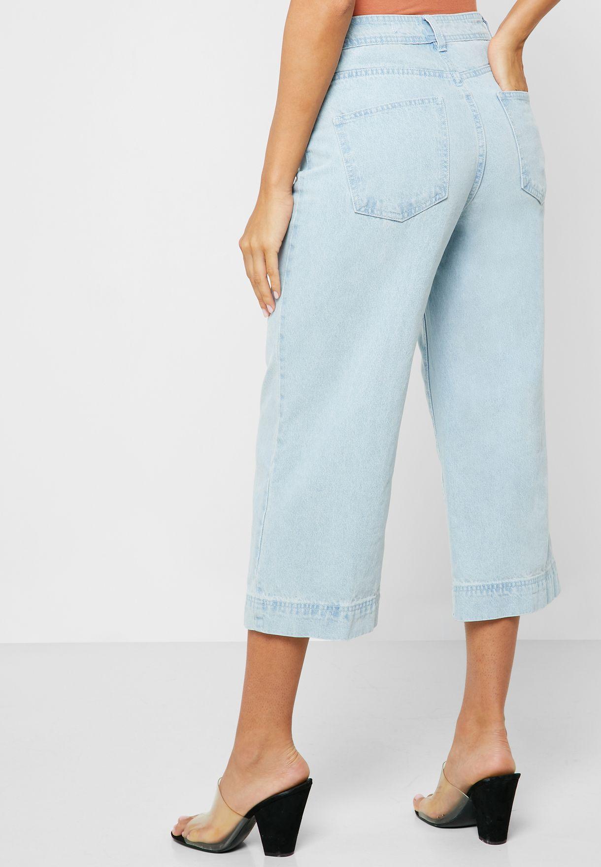 جينز قصير وبقصة ارجل واسعة