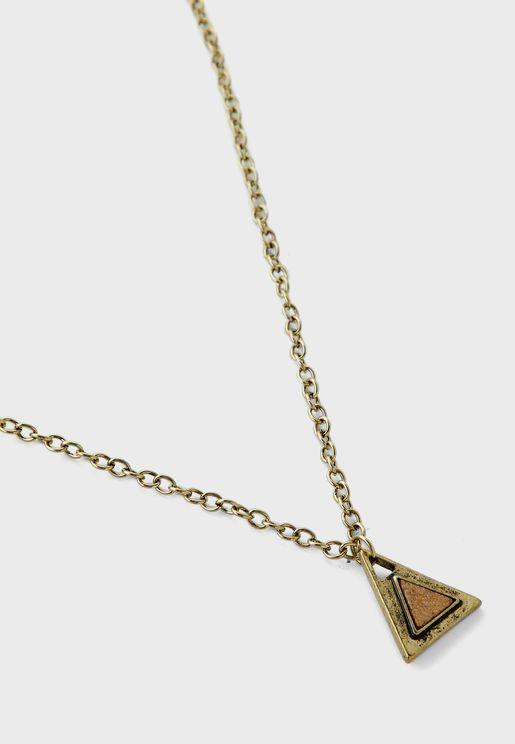 عقد بحلية مثلث