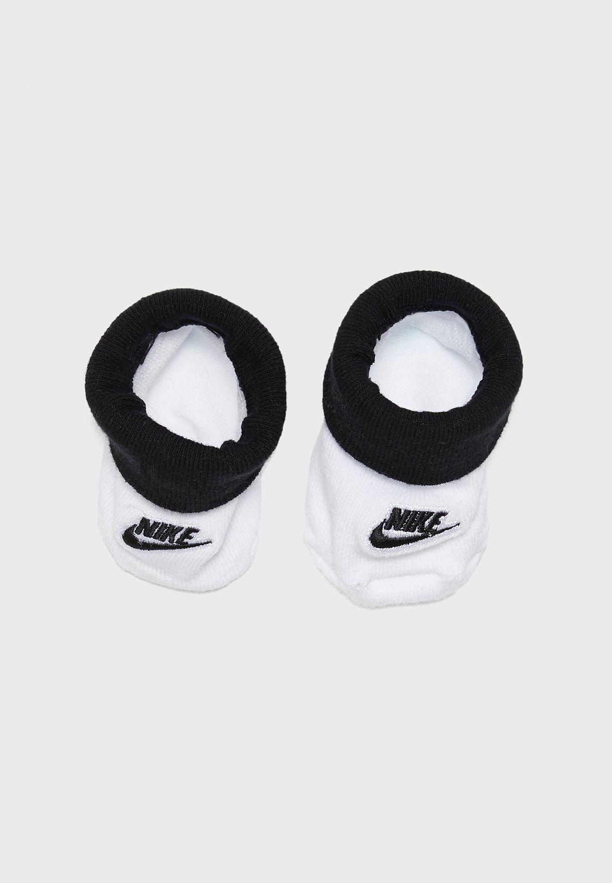 طقم (افرول + كاب + حذاء بيبي)