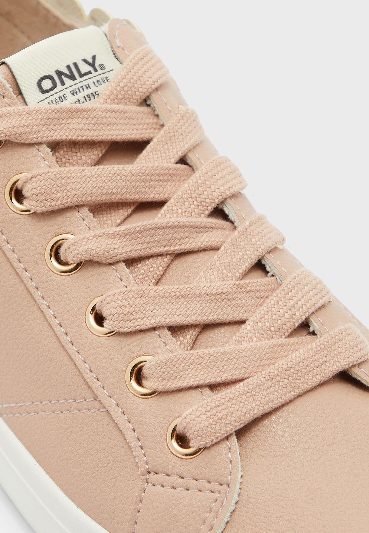 Sunny Low Top Sneaker