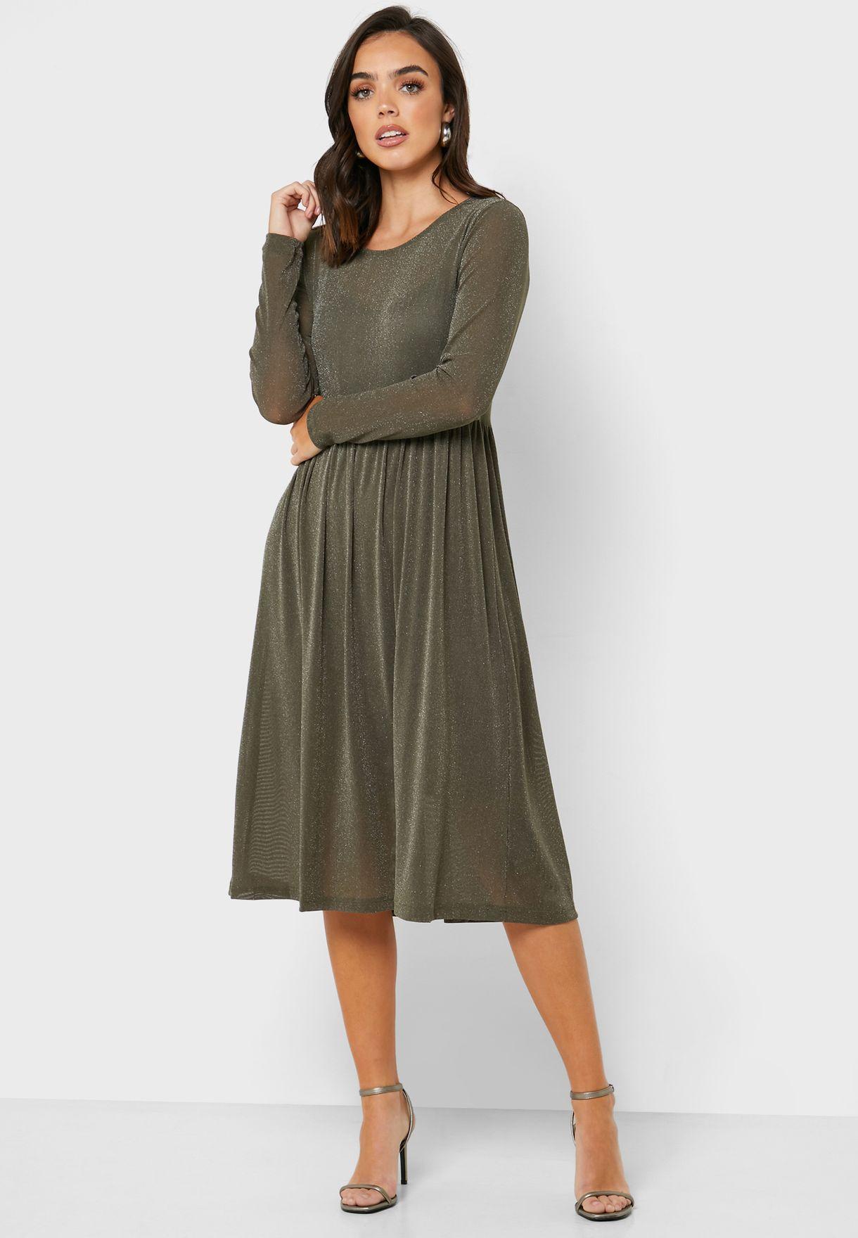 فستان شبه شفاف مزين بذرات لامعة