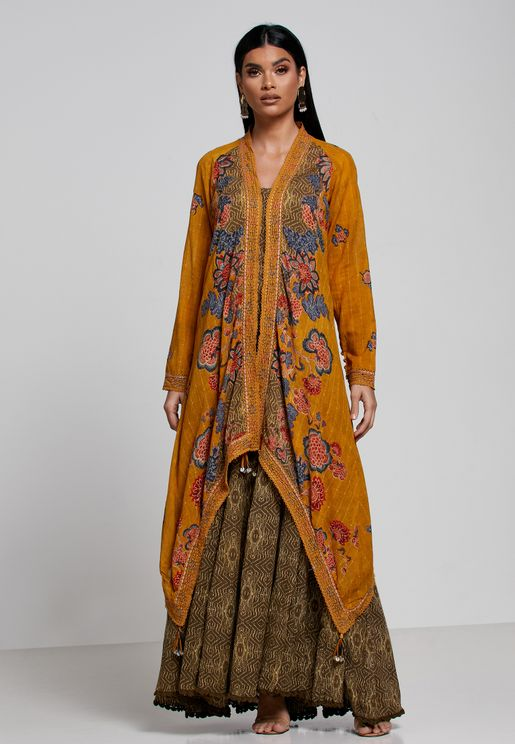 طقم (جاكيت بحواف متباينة في الطول+ فستان بحمالات)
