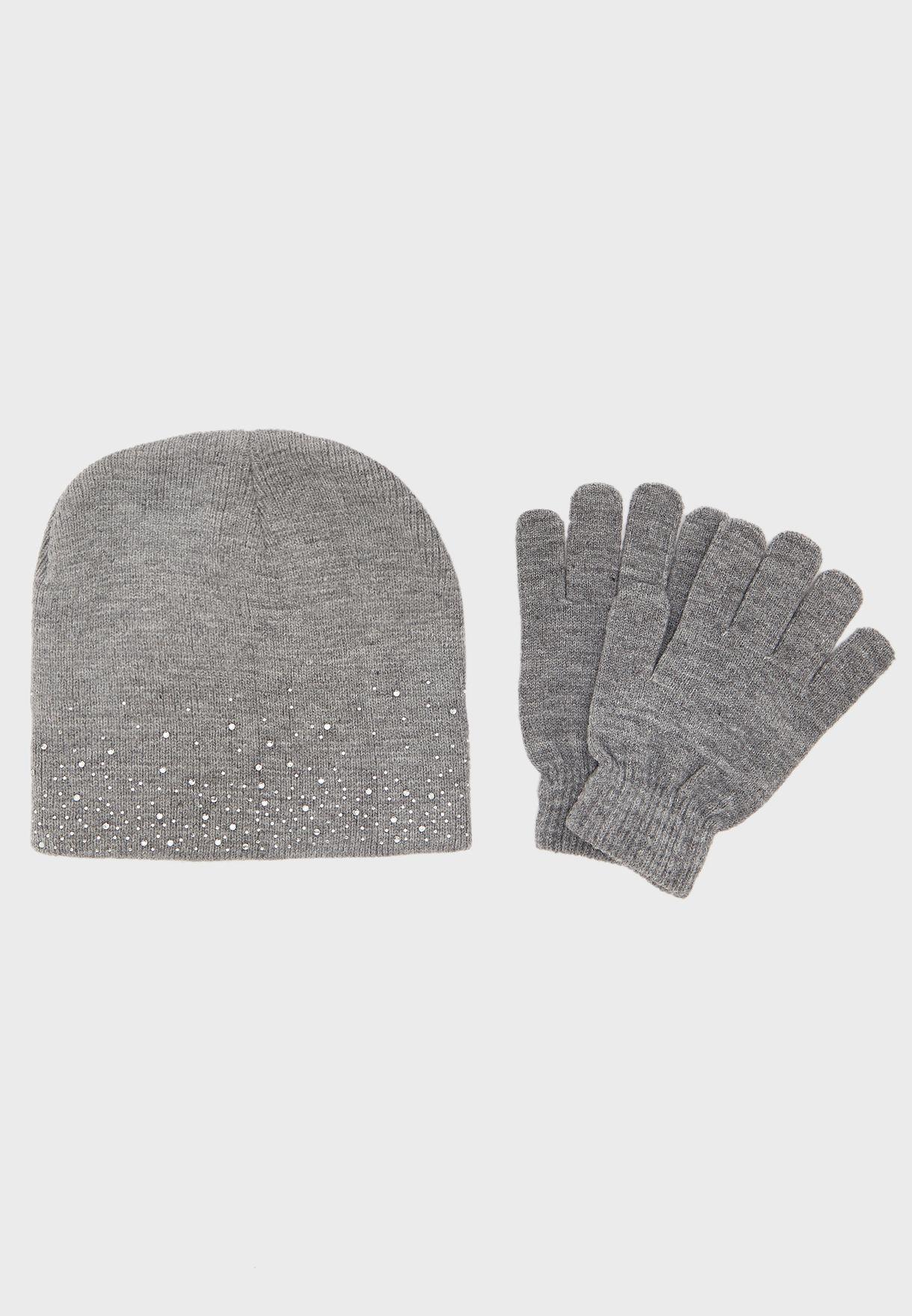 قبعة وقفازات محبوكة