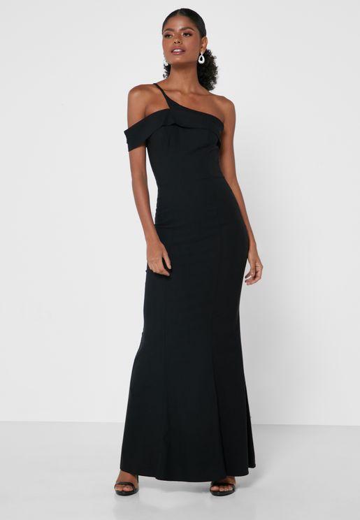 فستان بكتف واحد مزين بفتحة
