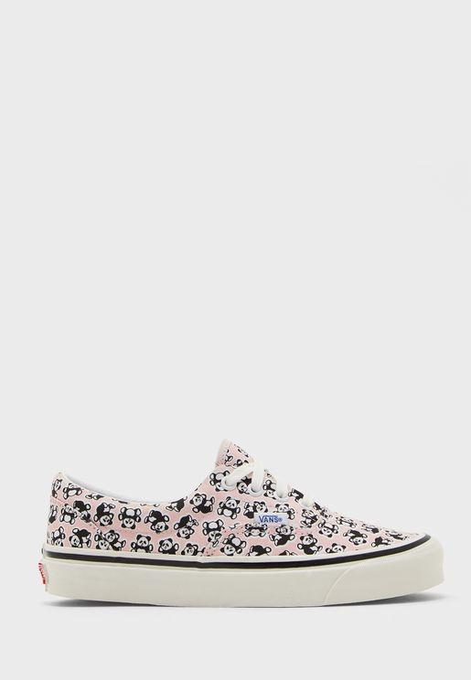 حذاء بطبعات باندا