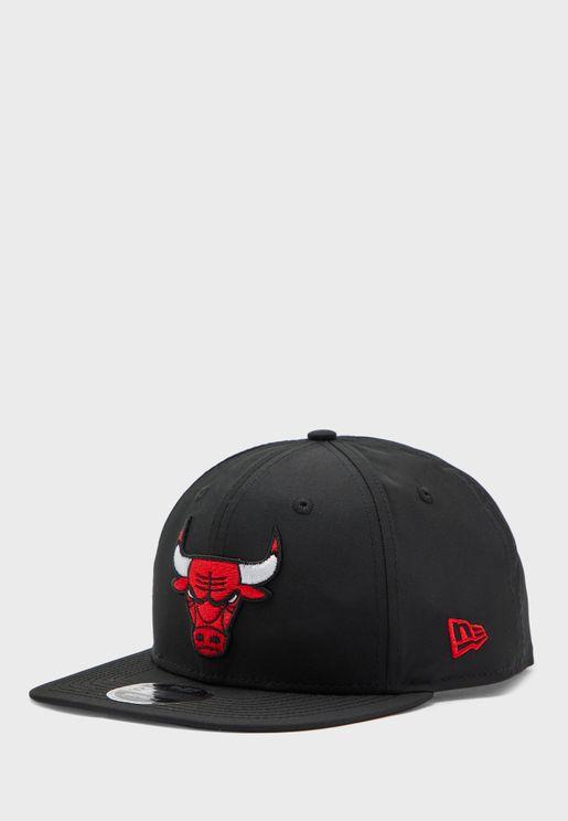 كاب بشعار فريق شيكاغو بولز