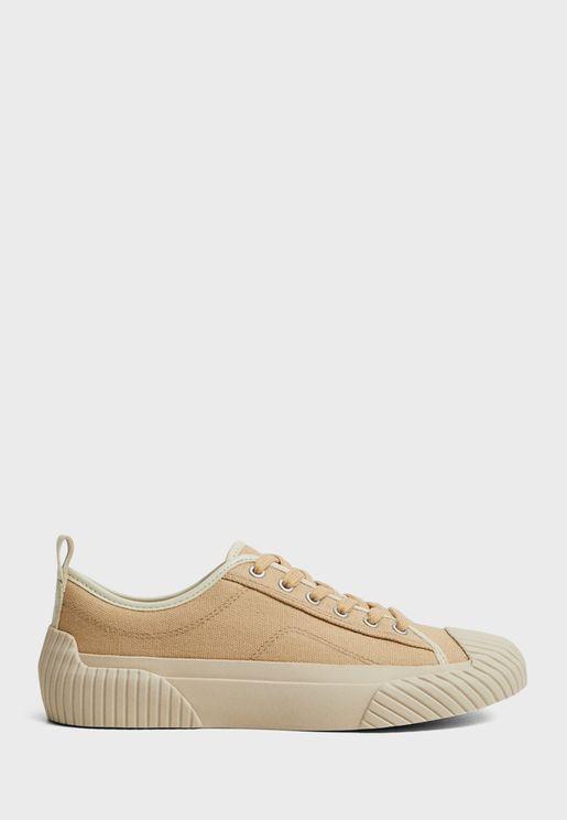 حذاء سنيكرز من مجموعة كوميتيد