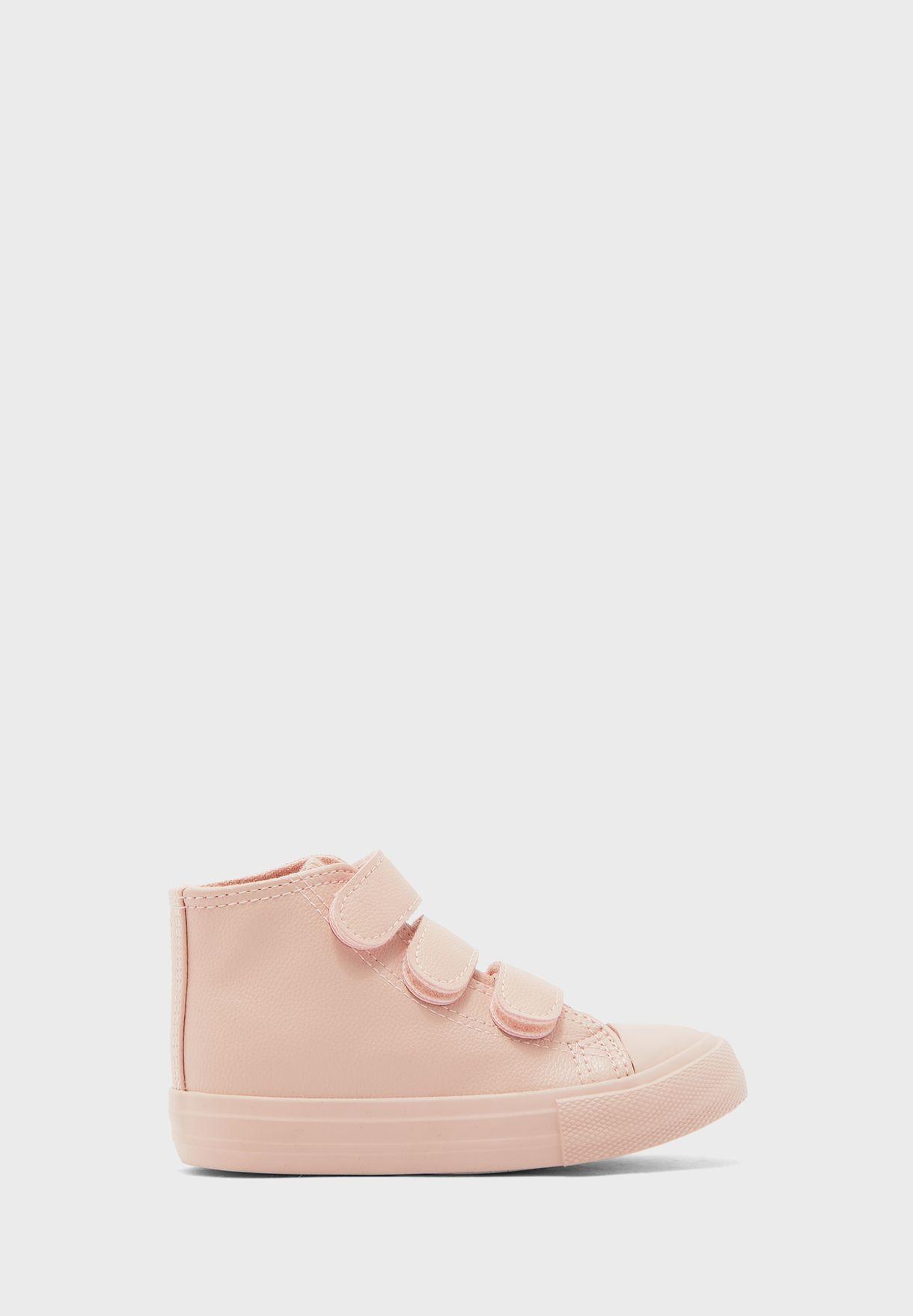 حذاء بكاحل متوسط الارتفاع