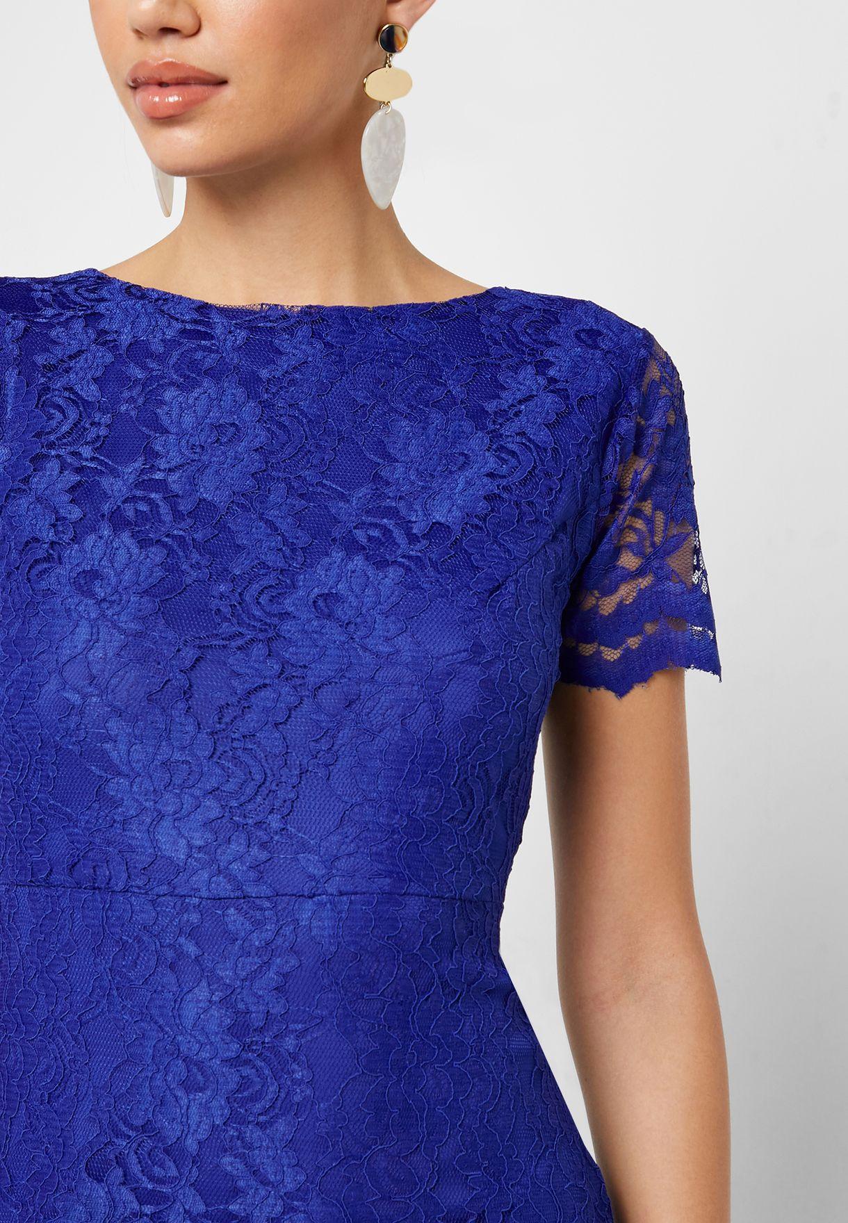 فستان ماكسي مزين بالدانتيل