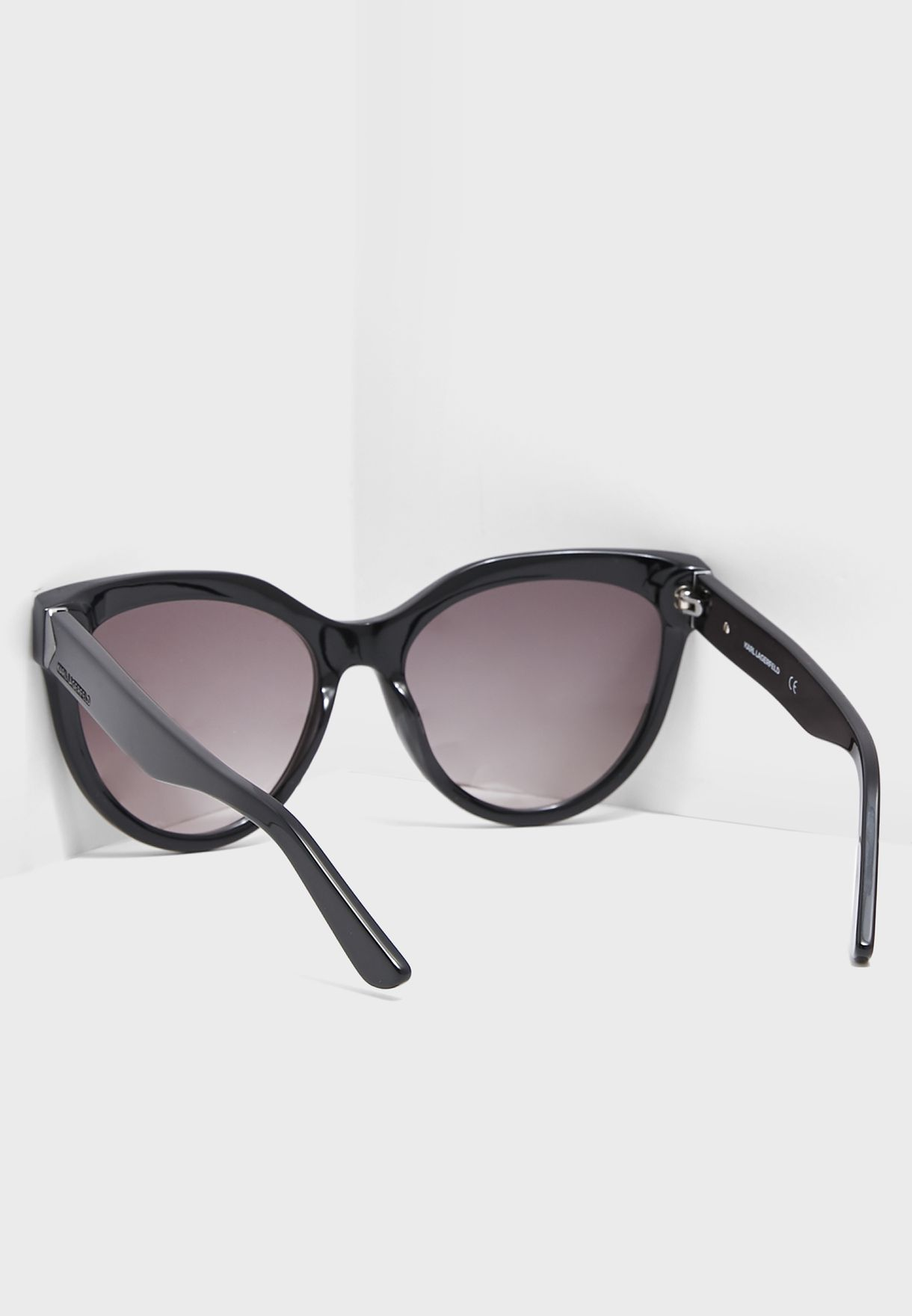 نظارة شمسية بعدسات بيضاوية